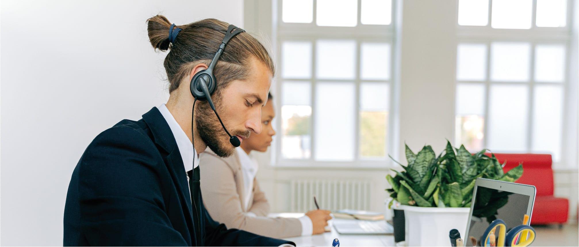 Dutch customer service agent